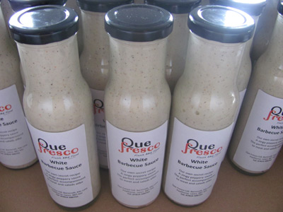 Que Fresco White Barbecue Sauce Bottles