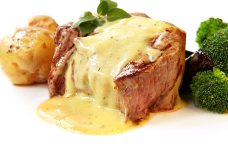 Grilled fillet steak with bearnaise sauce