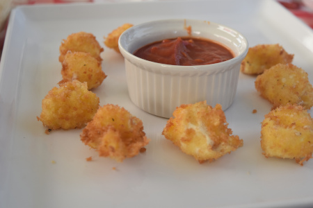 Deep Fried Mozzarella Balls With Spicy Dipping Sauce