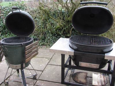 Primo versus Big Green Egg lined up together