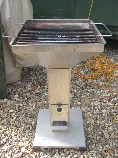 Thueros T2 Pedestal Grill