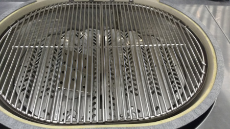 The Primo G420 grates, burners, flavour bars and smoke box are made from type 304 stainless steel.