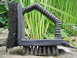 Grill grate cleaning tool
