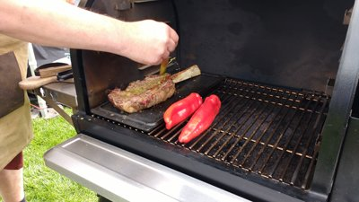 Cooking steak on the Traeger Timberline 850 doesn't produce grill marks.