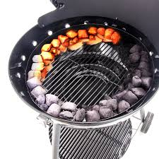 The 360° air vents aid charcoal combustion