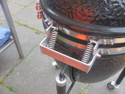Monolith ceramic grill stainless steel hinge mechanism