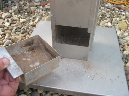 The ash pan on the Thueros T2 pedestal grill is easy to remove and empty